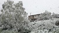 Bayram sabahı kar sürprizi ile uyandılar