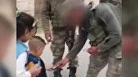 Mehmetçik'ten İdlibli çocuklara bayram harçlığı