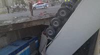 Mersin'de kontrolden çıkan TIR, köprüden yük trenin üstüne düştü