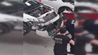 Motora giren yılan serviste tampon sökülerek çıkarıldı