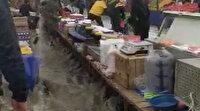 Arnavutköy'de semt pazarını su bastı
