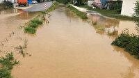 Sağanak sonrası dere taştı köy yollarını su bastı