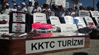 KKTC'de turizmcilerden tabutlu, şezlonglu  eylem: Biz bu tabuta girmeyi reddediyoruz