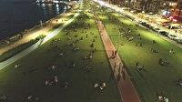 İzmir'den endişelendiren görüntüler: Kalabalık had safhada, sosyal mesafe sıfır
