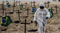 Brezilya'nın ünlü plajında sembolik mezarlar kazıldı