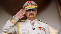 Fransızlar Libya'nın darbeci generali Hafter'e 'siyasi cesaret ödülü' verdi