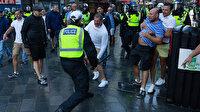 Londra'da aşırı sağ ve ırkçılık karşıtı göstericiler arasında çatışma