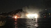 Lüks teknede yangın paniği: Denize atlayarak canlarını kurtardılar