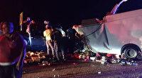 Antalya-Konya yolunda iki kamyonet kafa kafaya çarpıştı:2 ölü 4 yaralı var