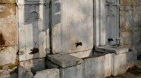 Üsküdar'daki 200 yıllık tarihi çeşme trafiği aksattığı gerekçesiyle yerinden kaldırıldı