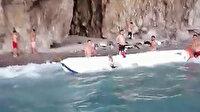 Alabora olan teknedekilerin yardımına Sahil Güvenlik ekipleri yetişti