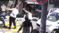 Küçükçekmece'de polisin önüne bıçaklı sopalı kavga