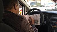 Seyir halindeyken at yarışı oynayan taksicinin yanına kâr kalmadı: Trafikten men edildi