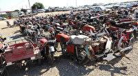 Yüzlerce motosiklet ve araba otoparkta çürüyor!