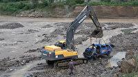 Giresun'da suya gömülen jandarma aracı iş makinesiyle çıkarıldı