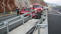 Gebze-Orhangazi-İzmir Otoyolu'nda feci kaza: Otomobil bariyerlere ok gibi saplandı