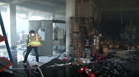 Sultangazi'de bir fabrikada patlama sonrası yangın çıktı: Faciadan dönüldü