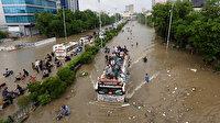 Pakistan'ı sel vurdu: 102 ölü