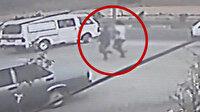 Gaziantep'te bıçakla yaralanan iki kişinin hastaneye koştukları anlar kamerada