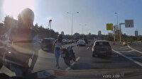 Motosikletli gencin otomobildeki aileye saldırdığı anlar kamerada