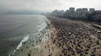 Rio de Janeiro'dan inanılmaz görüntüler: Vaka sayısının 5 milyona yaklaştığı ülkede plajlar dopdolu