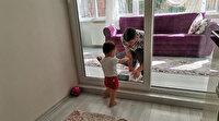 Ordu'da koronavirüs hastası baba, 2 yaşındaki kızını camın arkasından seviyor