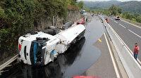 Bolu Dağı'nda faciadan dönüldü: Otomobile çarpan zift dolu tanker tanker devrildi