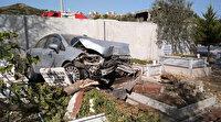 İzmir'de tuhaf kaza: Aracıyla mezarlığa uçtu