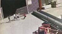 Sürgülü demir kapı üzerlerine devrilen 2 çocuk yaralandı