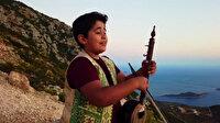 Elinde kemane dilinde türkü: Sesiyle gönülleri fetheden Eren, müzik için köy köy geziyor