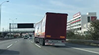 TEM otoyolunda aşırı yüklü TIR'ın tehlikeli yolcuğu kamerada