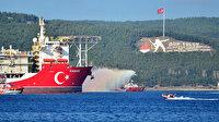 Kanuni sondaj gemisi Çanakkale Boğazı'ndan geçişine başladı: Vatandaşlar sahilde Türk bayrakları ile gemiyi selamladı