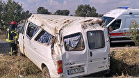 Kontrolden çıkan minibüs tarlaya yuvarlandı: Biri bebek 5 kişi yaralandı