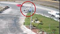 Kamyonetin çarptığı otomobil takla atarak ters döndü