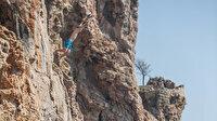 Kayalıklarda tehlikeli eğlence: Cep telefonu ile görüntülendi