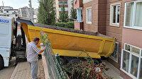 Kahramanmaraş'ta freni boşalan hafriyat kamyonu apartmana girdi