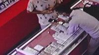 Antalya'da cep telefonunu 7 saniyede çalan hırsız kamerada