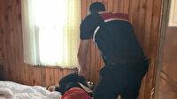 Oteline 15 kişiyle baskın yapan Rus işletme sahibi, kiracısını el ve ayaklarını bağlayarak dövdü