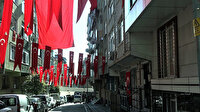 Şehit Esma Çevik'in babaevine asılan bayrak yere atılmıştı: Sultangazi Belediyesi, tüm mahalleyi bayrakla donattı