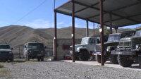 Azerbaycan ordusu, Ermenistan askerlerinin kaçarken geride bıraktığı askeri araç ve mühimmatları paylaştı