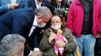 En acı bekleyiş: Dört kızı enkaz altında kalan anne çocuklarının oyuncağına sarıldı