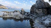 Gölden aşırı su çekilince fosil adacıklar oluştu