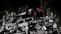 İzmir depremi sonrası enkaz başında umut nöbeti: Sevindirici haberler bekliyorlar