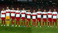 Futbolculardan İzmir'deki depremzedeler için takdir gören yardım