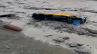 Giresun'da sel: Şantiyeyi su, bastı araçlar sürüklendi