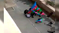 Azerbaycan'da Şuşa'nın Ermenistan işgalinden kurtarılmasını kutlayan genç grup şehit annesinin ayağını öptü