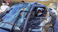 Minibüs ile çarpışan otomobil hurdaya döndü: Paramparça olan araçta sıkışan iki kişiye ekipler kurtardı