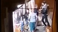Uyuşturucu tacirleri sokakta dehşeti yaşattılar: 10 yaşındaki çocuğu silahla vurdular babasını da bıçakladılar