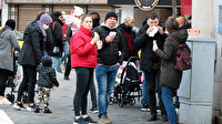 İstiklal Caddesi'nde aşırı yoğunluk: Büfe önlerinde uzun kuyruklar oluştu