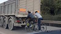 Bursa'da bisikletli gençlerin tehlikeli yolculuğu kamerada